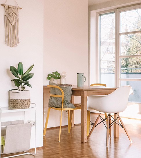 Table, chairs and plants in minimal space of HJ-PR Agency